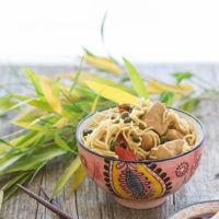 Noodles salteados al estilo asiático. Receta