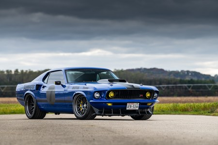 "Ringbrothers incendia el SEMA con el Ford Mustang Mach 1 ""UNKL"""