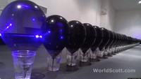 [Vídeo] Explotando cien globos con un láser de Blu-ray