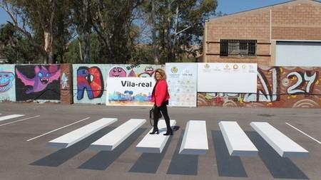 Los pasos de peatones en 3D aterrizan en España para engañar a nuestro cerebro