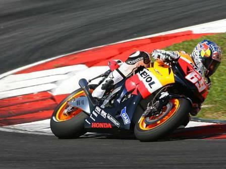 Nicky Hayden apuntilla el dominio de Honda en Sepang