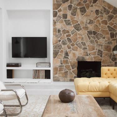 Antes y después: una acogedora zona de estar con chimenea