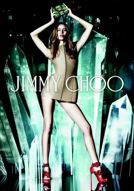 Los Jimmy Choo de Sandra Choi con el telón de fondo de Mat Collishaw
