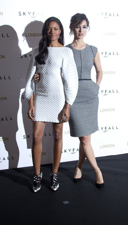 El look de las chicas Bond en Londres