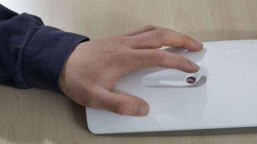 Este dispositivo mide tus niveles de glucosa sin pinchazo, solo con un rayo láser