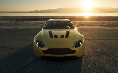 Aston Martin V12 Vantage S por Sean Klingelhoefer