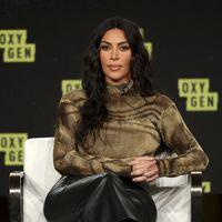 Kim Kardshian apuesta por los pantalones de cuero amplios y copiamos su look en versión low cost