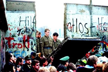 1024px Caida Muro De Berlin