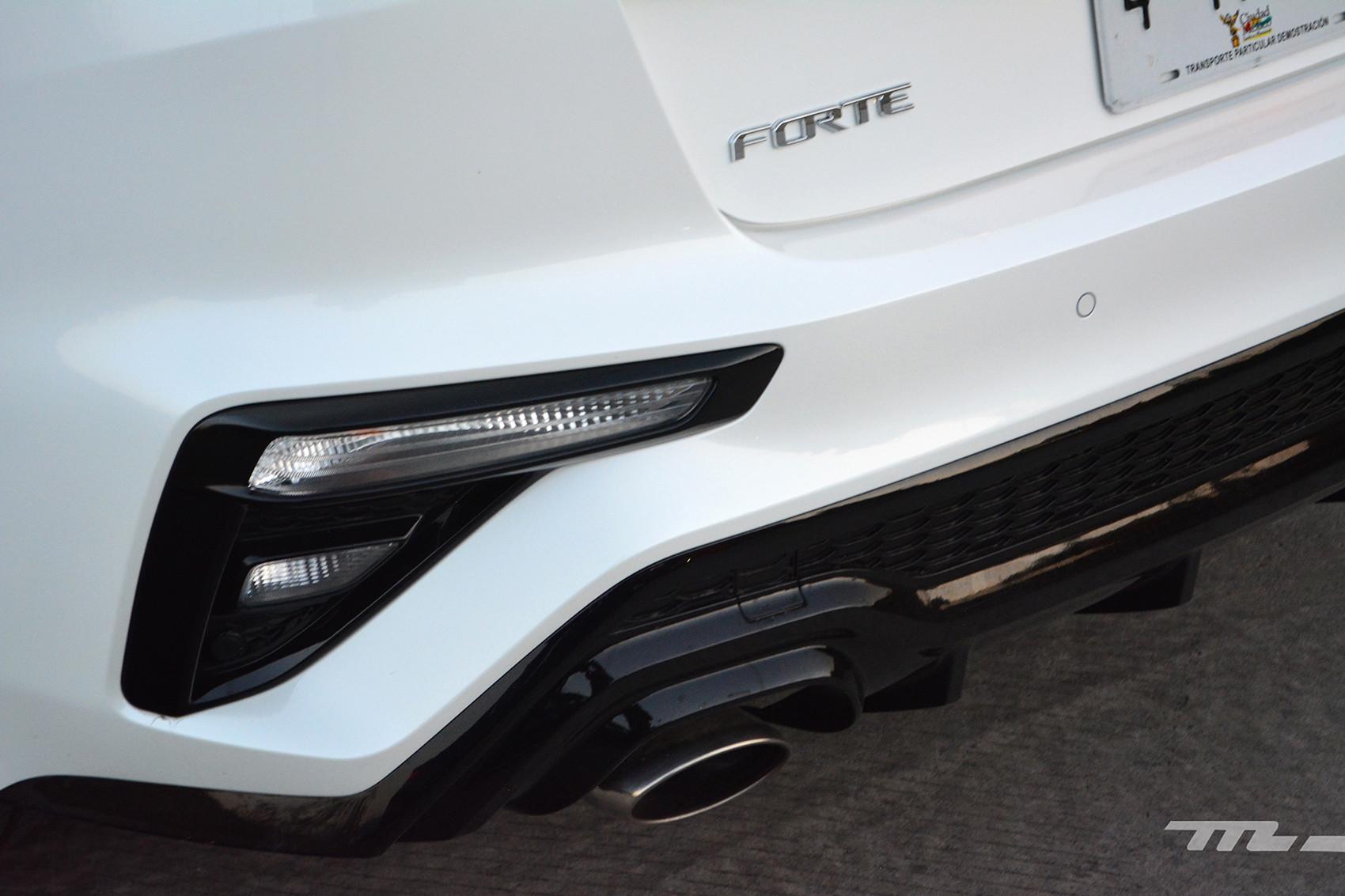 Foto de KIA Forte GT Hatchback (prueba) (22/23)