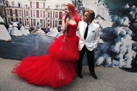 "Las celebrities son solidarias (y fashion) en la ""White Fairy Tale Love Ball"" party"