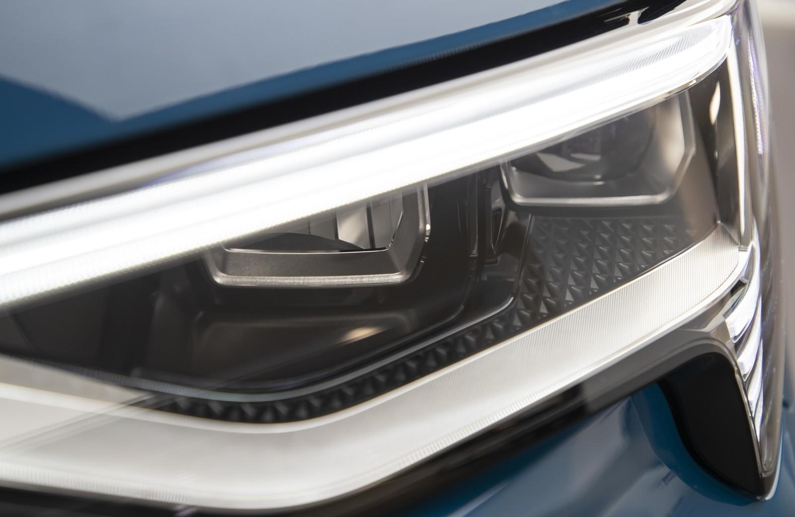 Foto de Audi e-tron (96/111)
