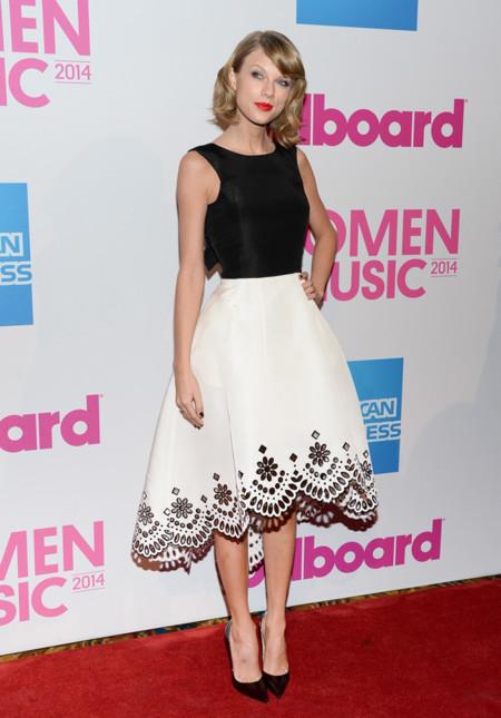 Taylor Swift Look Oscar De La Renta Christian Louboutin