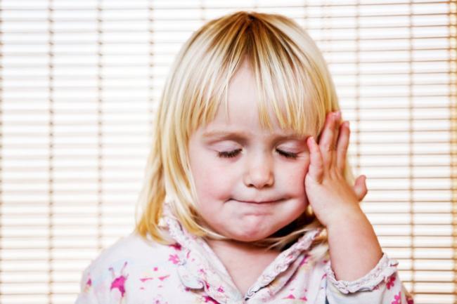 dolor de cabeza manchas blancas visión