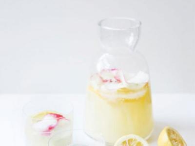 Receta de limonada con infusión de rosas