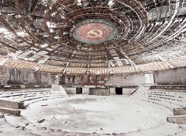 La fotógrafa Kristina Kostadinova nos muestra las ruinas arquitectónicas de la Bulgaria Comunista