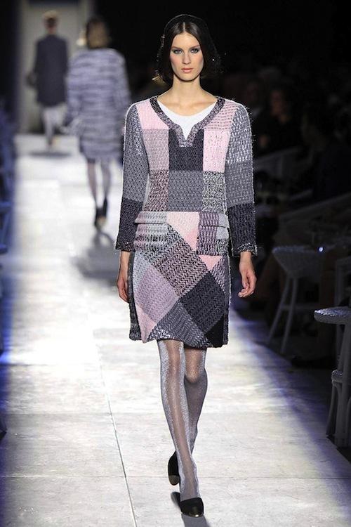 Foto de Chanel Alta Costura Otoño-Invierno 2012/2013: rosa, gris, brillos y nuevo vintage (5/61)