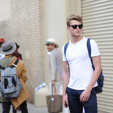 El mejor street style de la semana: la camiseta blanca se impone al look más formal para el verano