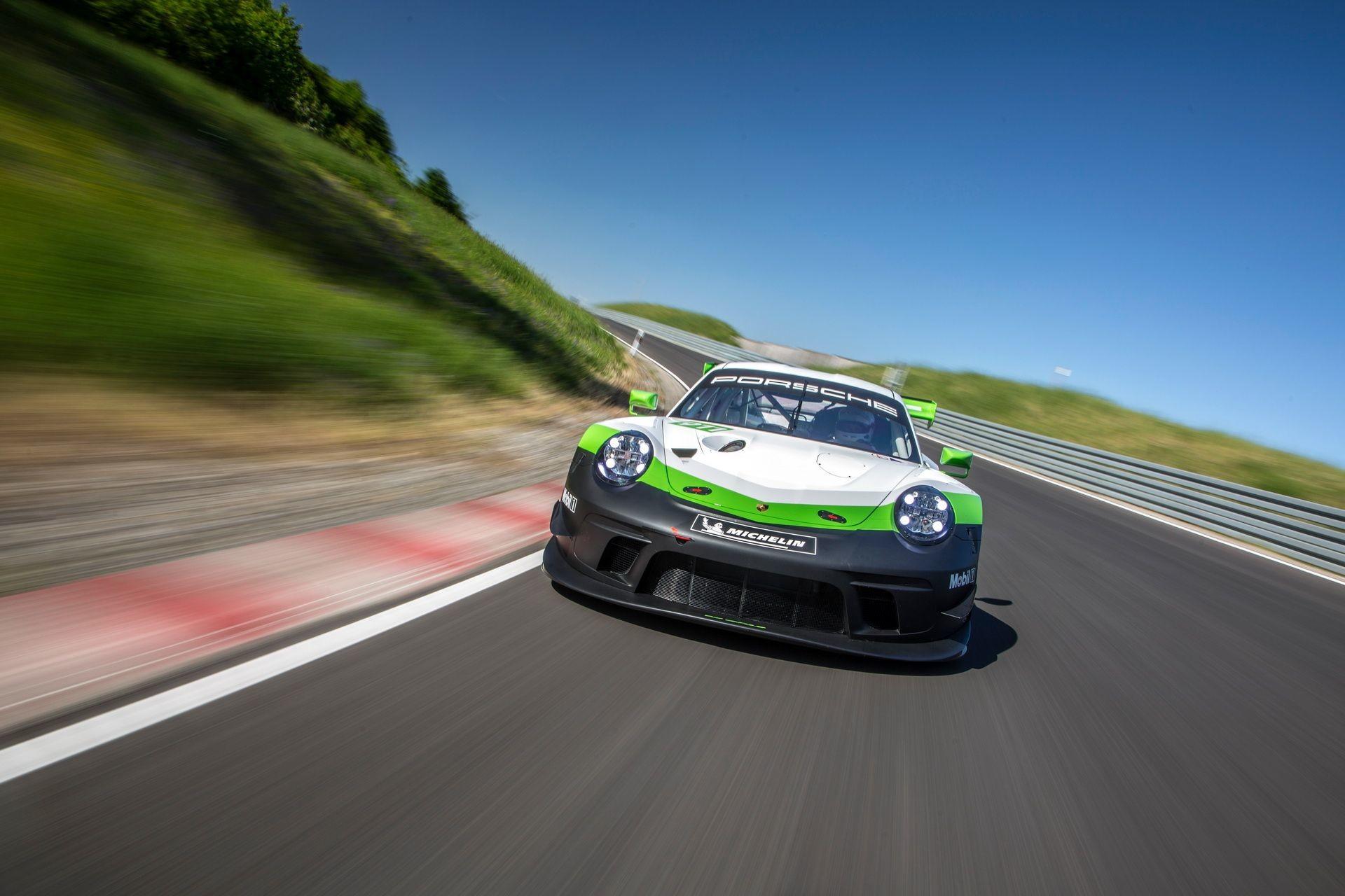 Foto de Porsche 911 GT3 R (3/9)