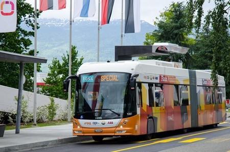 TOSA, el autobús eléctrico que recarga en 15 segundos