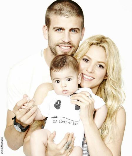 """Shakira y su """"foto familia feliz"""" para felicitar a papi Piqué"""