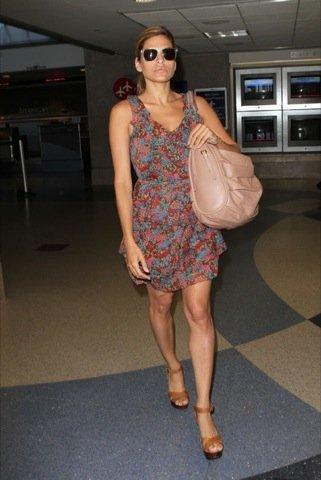 Eva Mendes vestido estampado flores