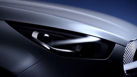 Video: La pick-up de Mercedes-Benz coquetea con la luz al puro estilo AMG