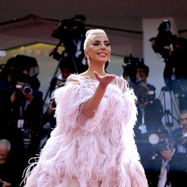 Lady Gaga arrasa en el Festival de Venecia, Cate Blanchett, Donatella Versace e Irina Shayk no pueden con su maravilloso vestido