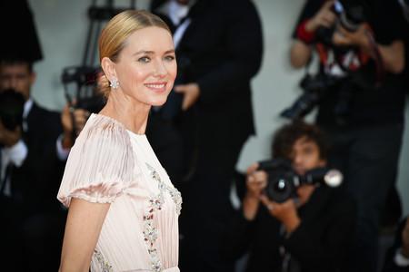 Naomi Watts y Emma Stone, duelo de estilos en la segunda alfombra roja del Festival de Venecia 2018