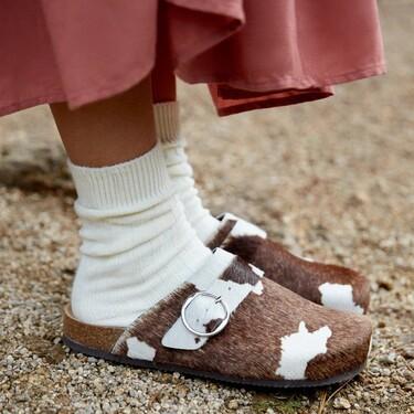 Tú decides: para estar por casa o salir a la calle, los pies se van a vestir con zuecos (según las firmas low-cost)