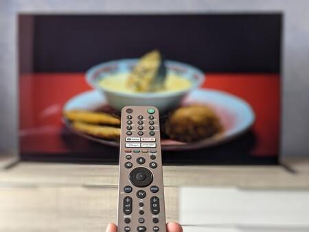 El infierno de ajustar el volumen del televisor constantemente porque cambia según lo que veamos: cómo combatir este problema
