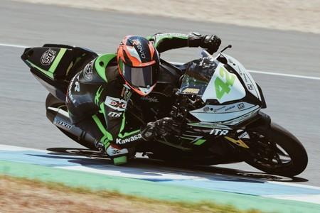 Marc García gana una apretadísima carrera de Supersport 300 en Jerez y Ana Carrasco es tercera