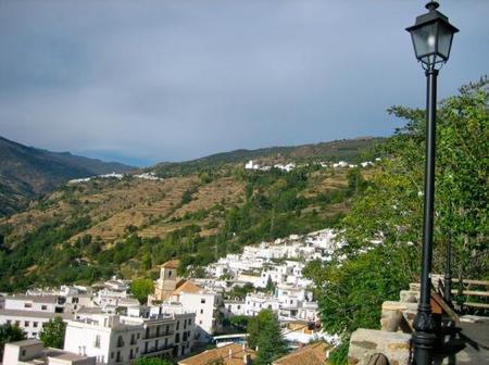 Pampaneira, el pueblo de la Alpujarra granadina que te invita a quedarte en él (literalmente)