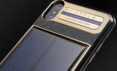 Alguien le puso un cargador solar a un iPhone X, lo bautizó como 'Tesla' y nos lo piensa vender en 4.555 dólares