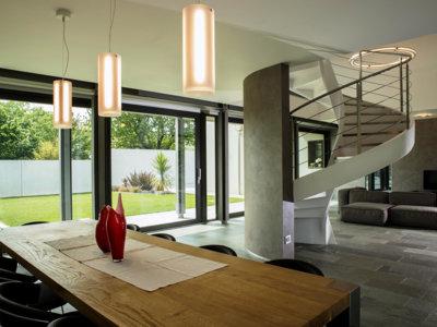 Continuidad entre interior y exterior en una preciosa casa de diseño en Italia