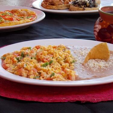 Huevo a la mexicana. Receta fácil y rápida para un desayuno delicioso