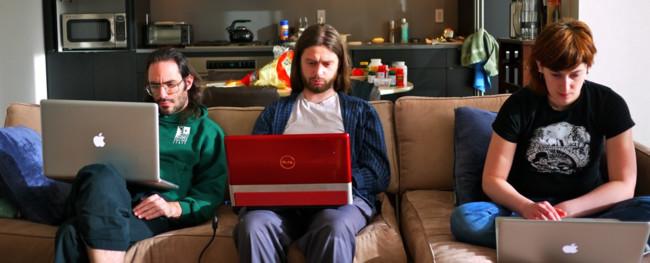 3-desarrolladores-con-portatiles