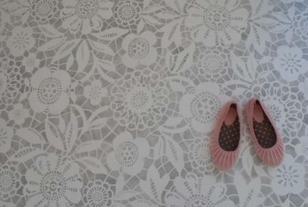Hazlo tú mismo: pinta el suelo de encaje