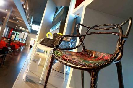 La famosa silla Masters de Kartell inspira a artistas para una obra de caridad