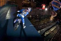Robbie Maddison realiza el primer drop-in indoor