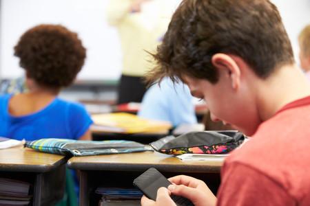 ¿Se deberían prohibir los móviles en los colegios?