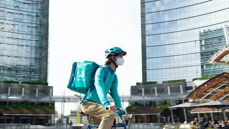 Deliveroo abandona España: la empresa de reparto plantea un ERE en septiembre y cesará sus operaciones en todo el país
