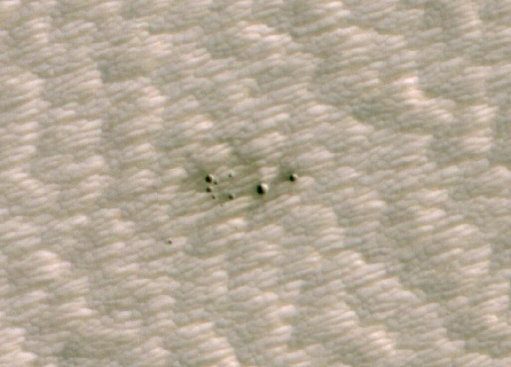 Una IA que escaneó imágenes de Marte encontró cráteres que no llegaron a ser detectados por los astrónomos