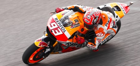 Marc Márquez triunfa en Argentina mientras Iannone destroza las opciones de Ducati