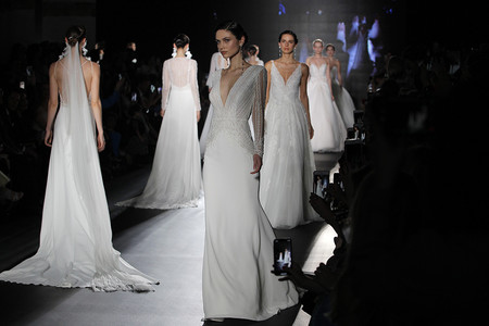 Desfile Rosa Clará 2019: sus vestidos de novias más rompedores y llenos de romanticismo