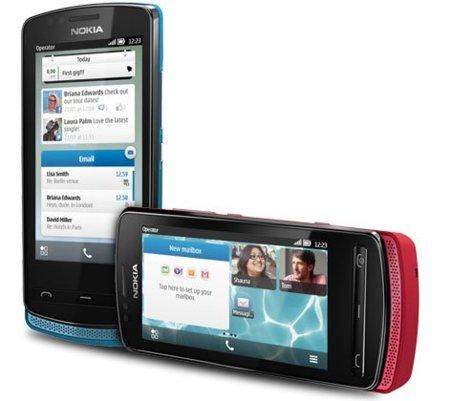 Nokia 700, tecnología compacta