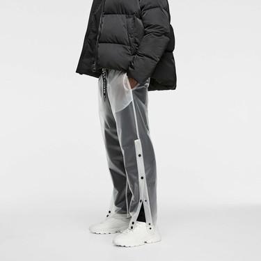 Los pantalones transparentes de Zara son la prenda más loca que te vas a encontrar en sus tiendas
