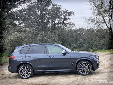 BMW X5 M50d lateral