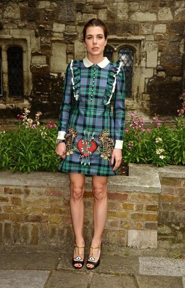 Carlota Casiraghi asistió al desfile Crucero de Gucci en Westminster luciendo símbolos como el ojo de Ra o la serpiente coral