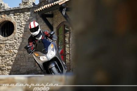 Honda NSS300 Forza, prueba (valoración, vídeo, galería y ficha técnica)
