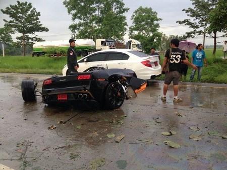 Lamborghini Gallardo partido en dos